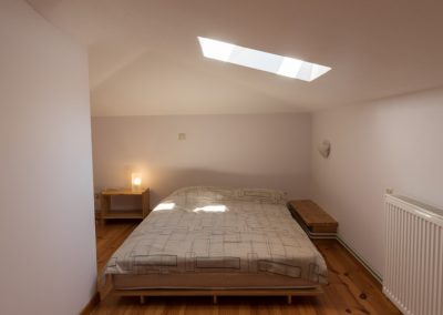 Rooms (8)